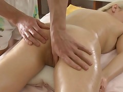 Masseur is soothing beauty's hawt body with oil massage