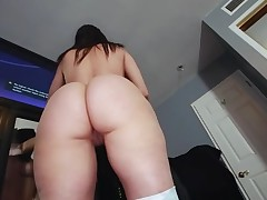 Mate oils butt of gorgeous hottie before banging her muff